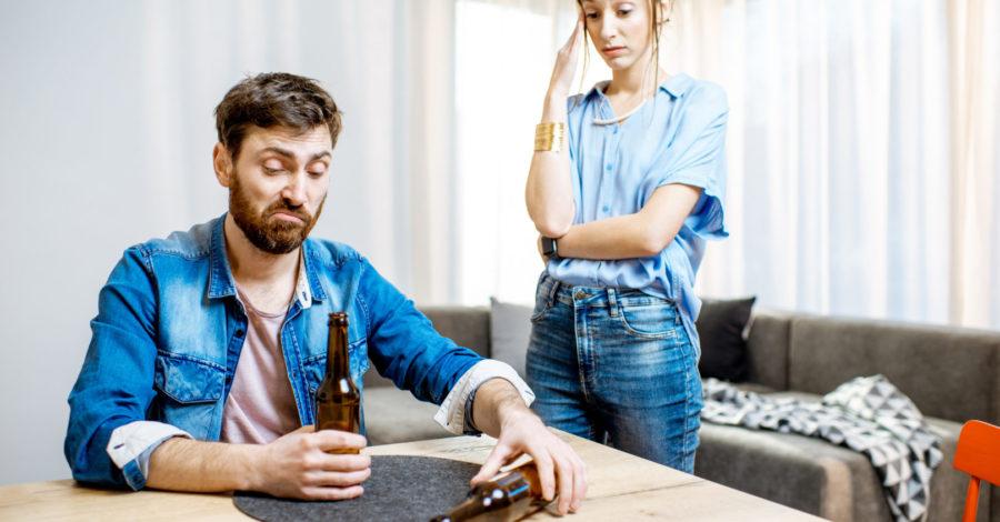 Mój partner nie chce przestać pić. Co robię nie tak?