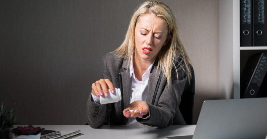 Stres w pracy zaczyna Cię przerastać? Nie wpadnij w pułapkę uzależnienia